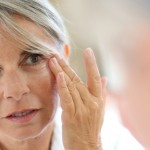 Phẫu thuật căng da mặt bằng chỉ có hại không?