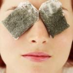 """Top 10 cách """"xóa tan"""" nếp nhăn vùng mắt từ nguyên liệu dễ tìm"""